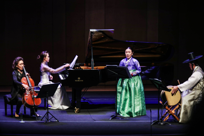 "From left: Cellist Chung Myung-wha, pianist Son Yeol-eum, pansori singer Ahn Sook-sun and percussionist Jun Kye-youl perform ""Three Saranga"" at Alpensia Concert Hall in Pyeongchang, Gangwon Province, Wednesday. (PyeongChang Winter Music Festival)"