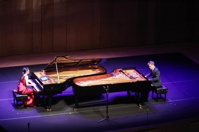 Pianists Elizabeth Joy Roe (left) and Greg Anderson of the Anderson & Roe Piano Duo perform at Alpensia Concert Hall in Pyeongchang, Gangwon Province, Wednesday. (PyeongChang Winter Music Festival)