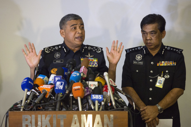 Malaysia's Inspector-General of Police Khalid Abu Bakar, left, speaks as Selangor Police Chief Abdul Samah Mat listens during a press conference at the Bukit Aman national police headquarters (AP-Yonhap)