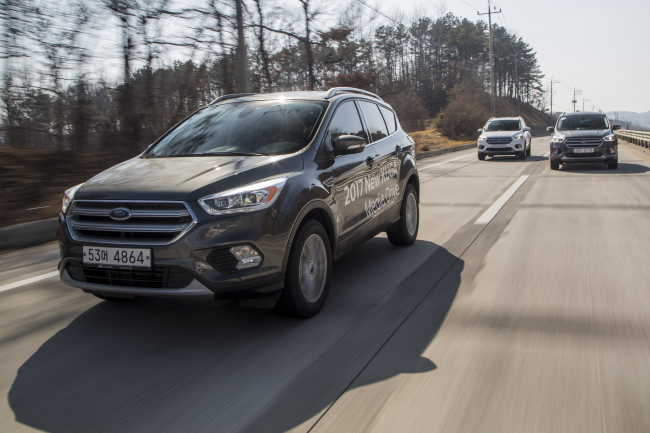 Reporters try out the 2017 Ford Kuga SUV during a media drive event in Paju, Gyeonggi Province, earlier this month. (Ford Korea)