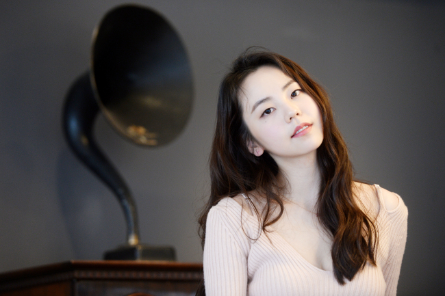 Actress Ahn So-hee poses for a photo before an interview Wednesday at a cafe in Samcheong-dong, Seoul. (The Korea Herald/Park Hyun-koo)