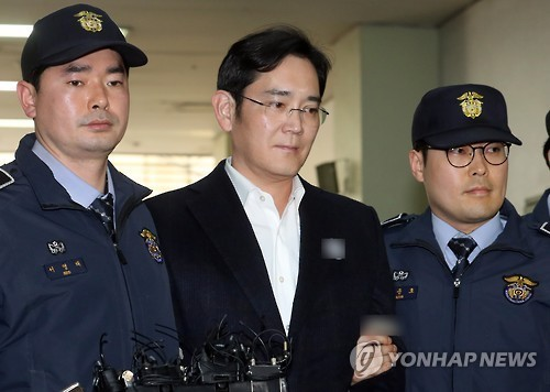 Lee Jae-yong, vice president of Samsung Electronics Co. and Samsung Group's heir apparent, arrives at the office of the special prosecutor's team in southern Seoul on Feb. 25, 2017, to undergo questioning over alleged bribery in connection with the influence-peddling scandal that led to President Park Geun-hye's impeachment. (Yonhap)