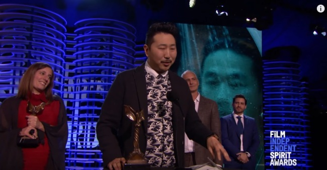 Director Andrew Ahn (second from left) delivers his acceptance speech at the 2017 Film Independent Spirit Awards on Saturday. (Screen capture from YouTube)