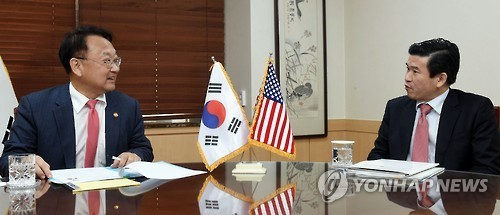 South Korea's Finance Minister Yoo Il-ho (left) talks with James Kim, the president of the American Chamber of Commerce in Korea, in Seoul on March 8, 2017. (Ministry of Strategy and Finance)