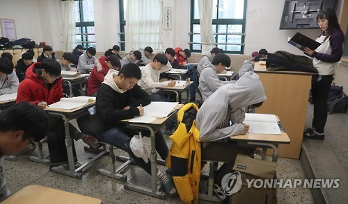 Students studying at school (Yonhap)