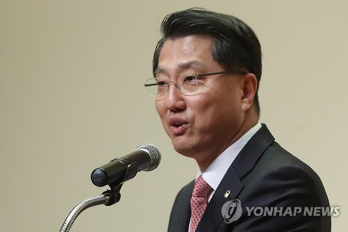 Zhin Woong-seop, governor of the Financial Supervisory Service, in a file photo (Yonhap)