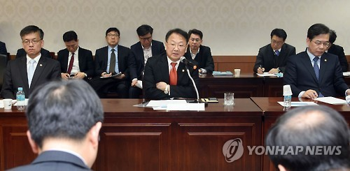 South Korea's Finance Minister Yoo Il-ho (center) speaks at an emergency staff meeting in Seoul on March 10, 2017. (Ministry of Strategy and Finance)
