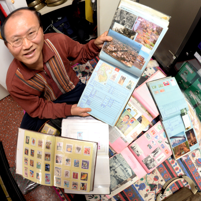 Lim Il-tae, a stamp collector (Park Hyun-koo/The Korea Herald)