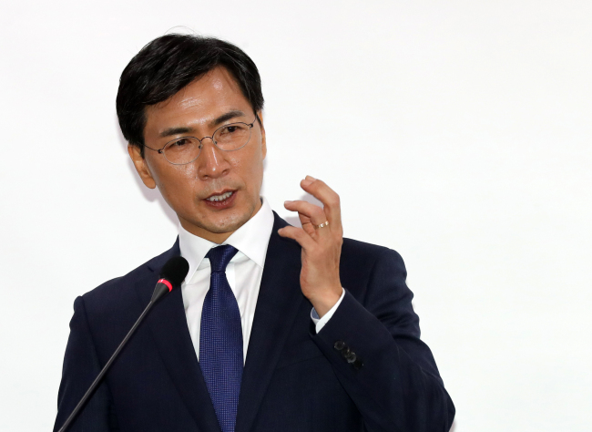 Presidential hopeful South Chungcheong Province Gov. An Hee-jung of the Democratic Party of Korea (Yonhap)