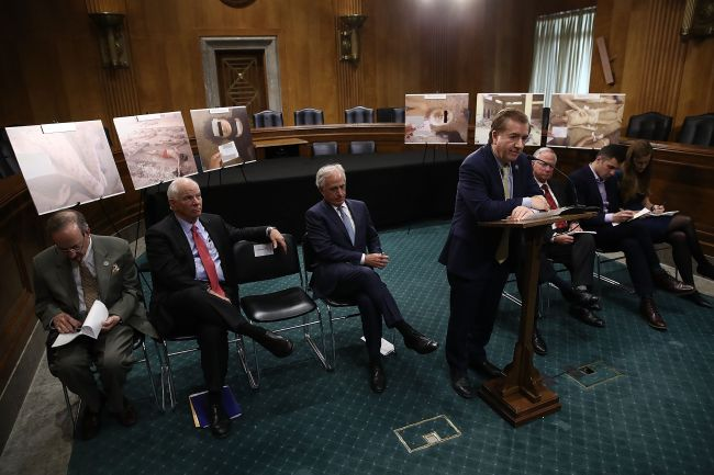 US House Foreign Affairs Committee Chairman Ed Royce (center) (Yonhap)