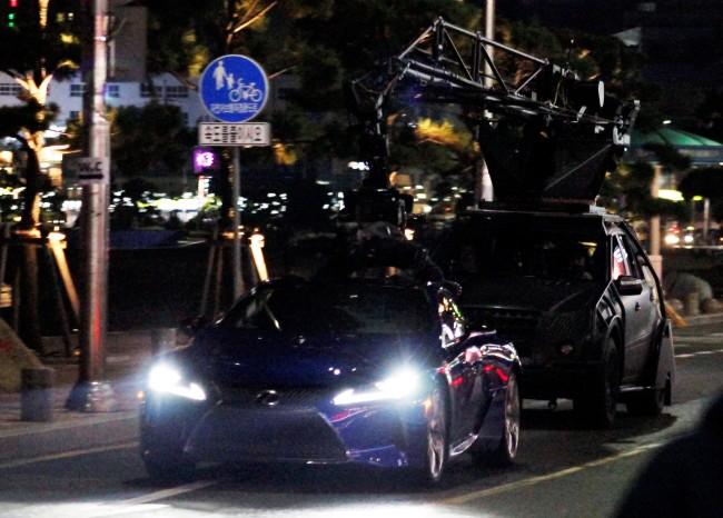 "The Hollywood action film ""Black Panther"" is shot Tuesday night at Gwangalli in Busan. (Paul Steinke)"