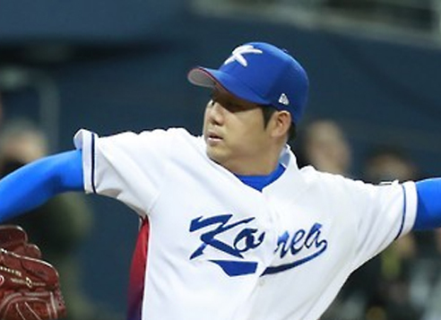 In this file photo taken on March 6, 2017, Chang Won-jun of South Korea delivers a pitch against Israel in their World Baseball Classic game at Gocheok Sky Dome in Seoul. Chang is back with his Korea Baseball Organization club, Doosan Bears. (Yonhap)