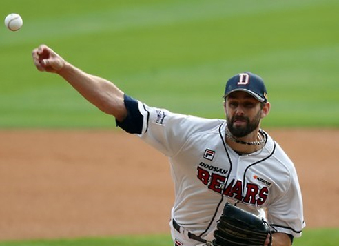 In this file photo taken on Oct. 29, 2016, Dustin Nippert of the Doosan Bears throws a pitch against the NC Dinos during the Korean Series at Jamsil Stadium in Seoul. Nippert will start the Opening Day on March 31, 2017. (Yonhap)