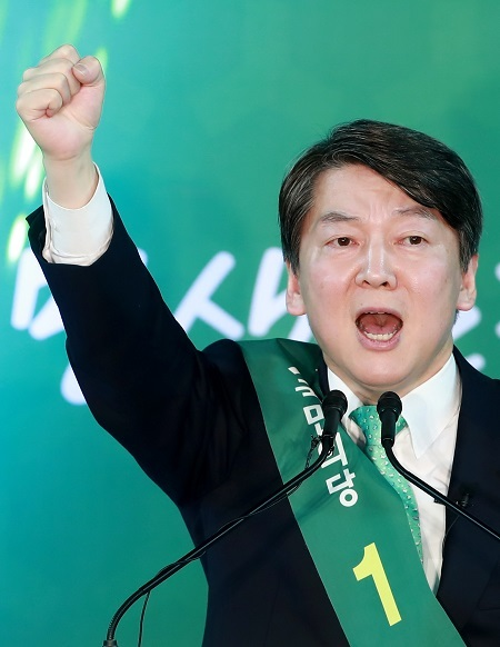 Centrist contender Ahn Cheol-soo of the People's Party (Yonhap)