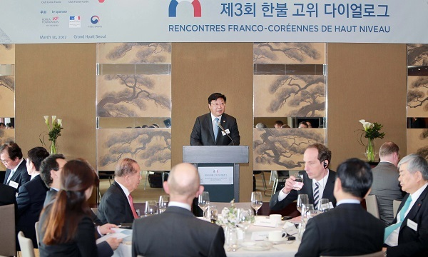 Trade Minister Joo Hyung-hwan delivers a keynote speech during a forum luncheon held as part of the third Korea-France High-Level Dialogue in Seoulon Thursday. (Yonhap)