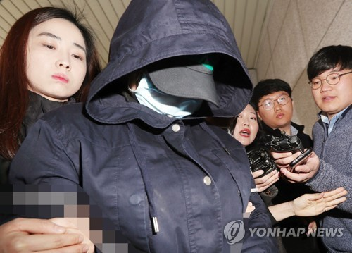 The 17-year-old suspect walks into local court in Incheon on Friday. (Yonhap)
