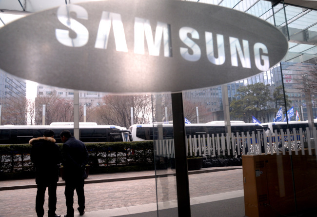 Trial of Samsung heir focuses on father-to-son succession
