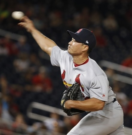 St. Louis Cardinals pitcher Oh Seung-hwan throws a pitch during the eighth inning against the Washington Nationals at Nationals Park in Washington on April 11, 2017. (Yonhap)