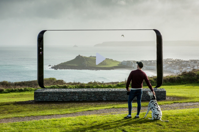 Samsung Electronics sets up a Galaxy S8 sculpture, which is seven meters high and three meters wide, in St Ives, the UK, as part of its marketing activities to promote the new flagship smartphone. (Samsung Electronics)