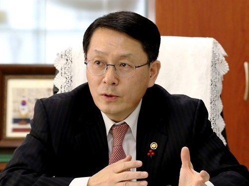 Chief of the Korea Customs Service Chun Hong-uk speaks during an interview with Yonhap News Agency in Daejeon, central South Korea, on Jan. 30, 2017. (KCS)