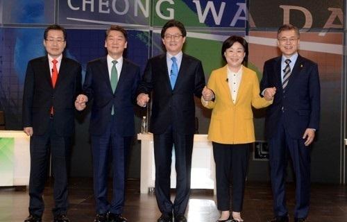 The main contenders in South Korea's presidential election (from L to R): Hong Joon-pyo, Ahn Cheol-soo, Yoo Seong-min, Sim Sang-jeung and Moon Jae-in. (Yonhap)