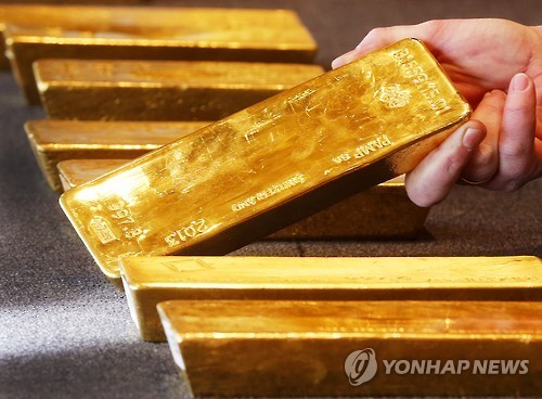 Gold hits five-month peak on rising geopolitical worries