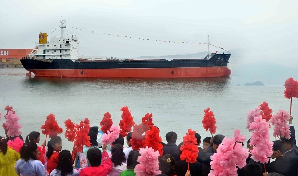 North Korean people attend a send-off ceremony in the western port city of Nampho the previous day to mark the sailing of a trade cargo ship, the Jaryok, (For Use Only in the Republic of Korea. No Redistribution) (Yonhap)