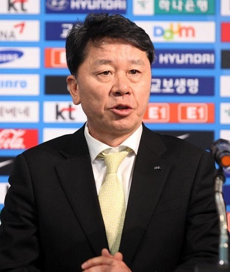 ung Hae-sung, then-head of the referees committee at the Korea Football Association, speaks at a press conference in Seoul. Jung was named chief assistant coach to Uli Stielike on the men's national team on April 18, 2017. (Yonhap)