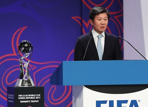 Korea Football Association President Chung Mong-gyu, who also leads the local organizing committee for the 2017 FIFA U-20 World Cup, speaks during the drawing ceremony for the FIFA U-20 World Cup in Suwon, Gyeonggi Province. (Yonhap)