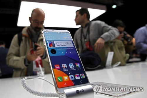 Handset To Get Curved OLED Display