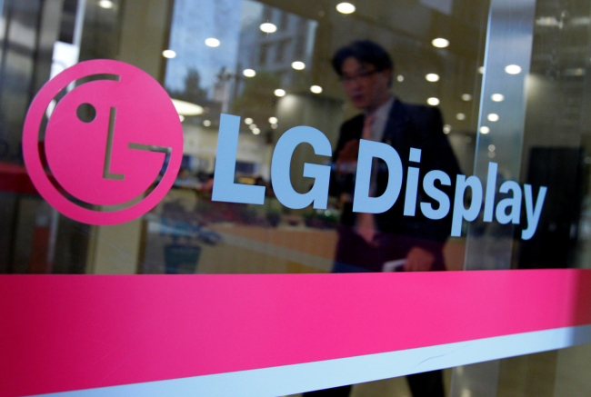 LG Will Reportedly Use Curved OLED Display For The V30