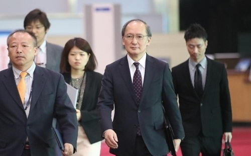 This photo taken on April 19, 2017, shows Japanese Amb. Yasumasa Nagamine (center) heading to South Korea's unification ministry to meet with Vice Unification Minister Kim Hyung-suk. (Yonhap)