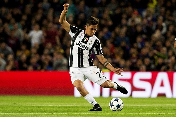 Juventus's Paulo Dybala shoots during the UEFA Champions League quarter final second leg match between FC Barcelona and Juventus FC at the Camp Nou Stadium in Barcelona, Spain, April 19, 2017. (Xinhua)