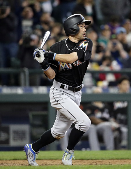 Miami Marlins' Ichiro Suzuki hits a home run against the Seattle Mariners in the ninth inning of a baseball game Wednesday, April 19, 2017, in Seattle. (AP-Yonhap)