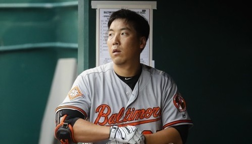 Kim Hyun-soo of the Baltimore Orioles looks toward the field after striking out against the Cincinnati Reds at the Great American Ball Park in Cincinnati, Ohio. (Yonhap)