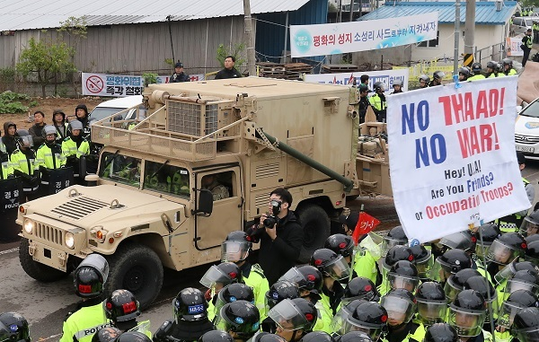 A trailer carrying some THAAD equipment enters a site in Seongju, North Gyeongsang Province, on April 26, 2017. (Yonhap)