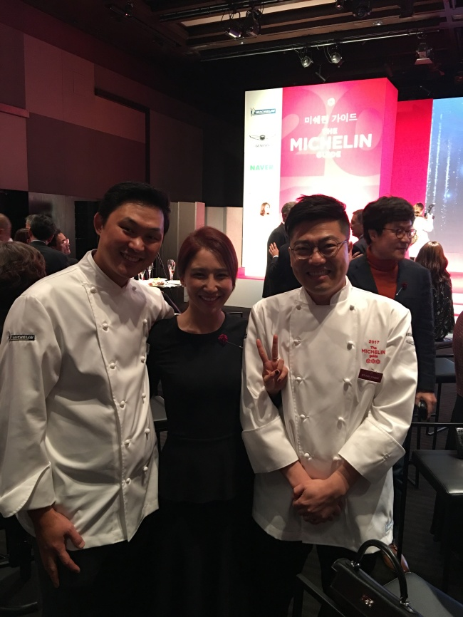 From left: Bicena executive chef Bang Ki-su, Lucia Cho, and Gaon executive chef Kim Byeong-jin pose for a photograph at the Michelin awards ceremony in Seoul last year.
