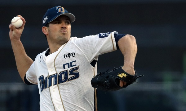 Jeff Manship of the NC Dinos throws a pitch against the LG Twins during their Korea Baseball Organization game at Masan Stadium in Changwon, South Gyeongsang Province. (Yonhap)