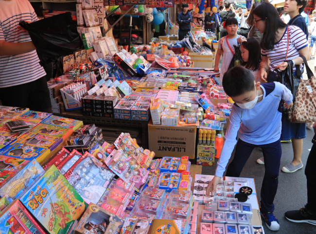EVERY DAY IS CHILDREN'S DAY -- A boy picks toys at a local market in Jongno-gu, central Seoul, Monday, ahead of the annual Children's Day that falls on May 5. (Yonhap)