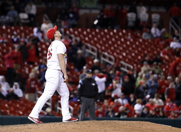 Oh Seung-hwan of the St. Louis Cardinals reacts after giving up a three-run home run to Travis Shaw of the Milwaukee Brewers during their major league game at Busch Stadium in St. Louis on May 1, 2017. (AP-Yonhap)