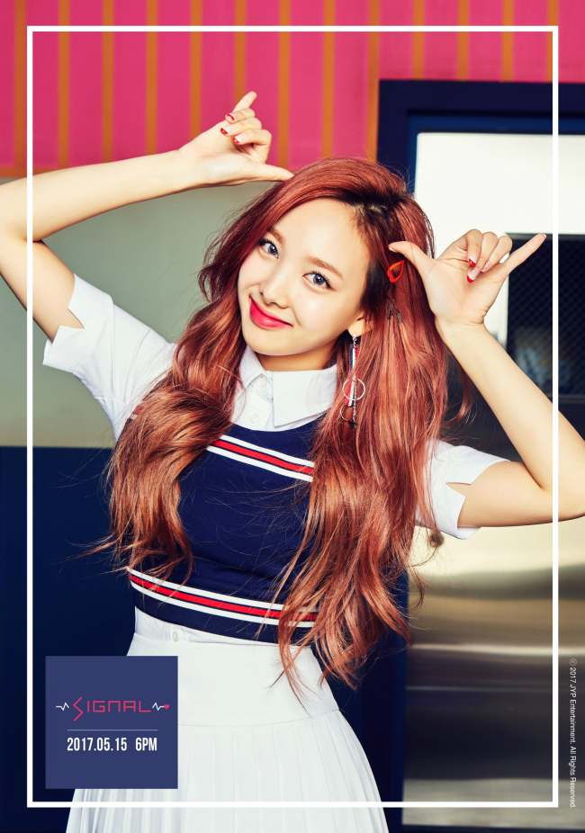 """A teaser image of Nayeon for Twice's upcoming EP """"Signal"""" (JYP Entertainment)"""
