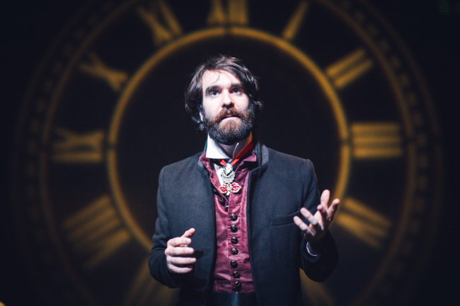 "Jamie Horan plays Leontes' emotional journey from envy to guilt in Seoul Shakespeare Company's ""The Winter's Tale.""(Credit: Robert Michael Evans)"