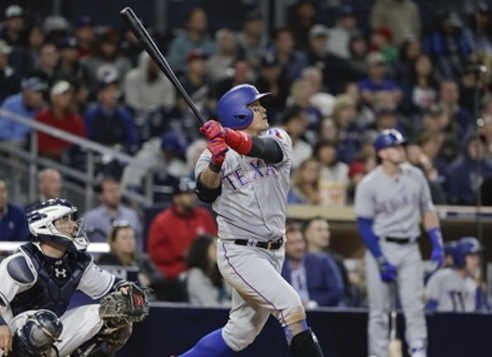 In this Associated Press photo, Choo Shin-soo of the Texas Rangers watches his solo home run against the San Diego Padres in their major league game at Petco Park in San Diego, California, on May 8, 2017. (Yonhap)