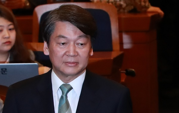 Ahn Cheol-soo, the presidential candidate of the centrist People's Party (Yonhap)