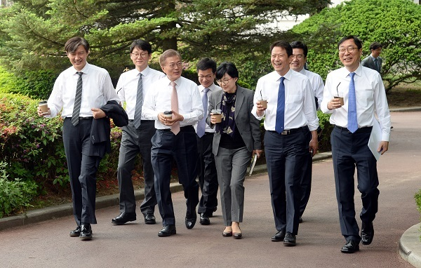 President Moon Jae-in (third from left) walks with his aides, who were appointed Wednesday and Thursday, at Cheong Wa Dae in Seoul on Thursday. Yonhap