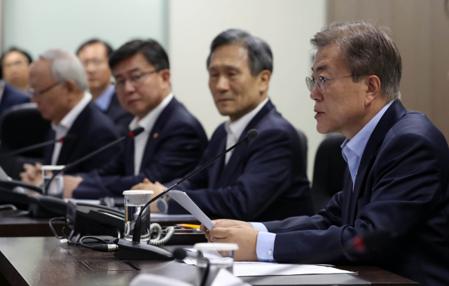 South Korean President Moon Jae-in presides over a National Security Council meeting at Cheong Wa Dae on May 14, 2017. (Yonhap)