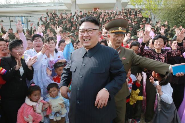 North Korean leader Kim Jong-un (center) (Yonhap Photo)