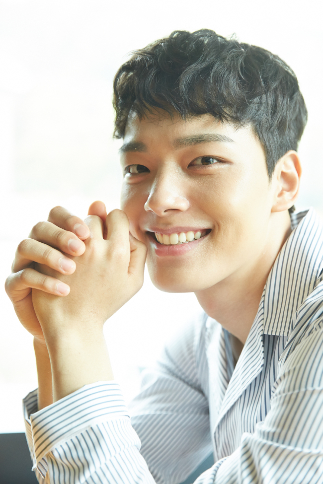 Yeo Jin-goo poses for a photo before an interview in Samcheong-dong, Seoul, Tuesday. (Hohoho Beach)