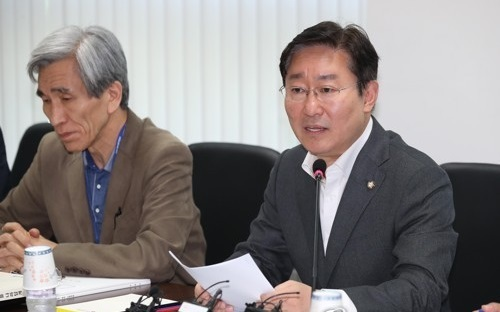 Park Beom-kye, a senior member of the State Affairs Planning Advisory Committee, speaks during the National Police Agency`s policy briefing, at its office in Seoul on May 27, 2017. (Yonhap)