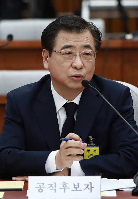 National Intelligence Service director-nominee Suh Hoon speaks during a parliamentary confirmation hearing at the National Assembly in Seoul on May 29, 2017. (Yonhap)